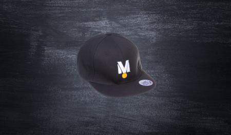 """Czapka z daszkiem typu Flat """"M"""" czarna"""